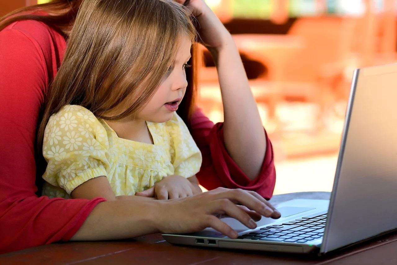 Comment concilier télétravail et garde d'enfants ?